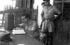 sergent Renaud en réseau avec deux stagiaires