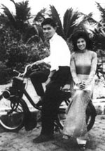 Couple sur un Velosolex Saigon