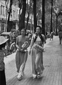 Vietnamiennes dans la rue Catinat Saigon 195O