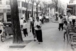 Saigonnaises dans la rue Catinat Saïgon