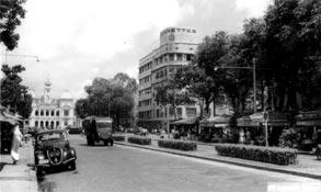 Le boulevard Charner et l'Hôtel de Ville Saïgon 1950