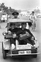 Deux moine à Saïgon Air France